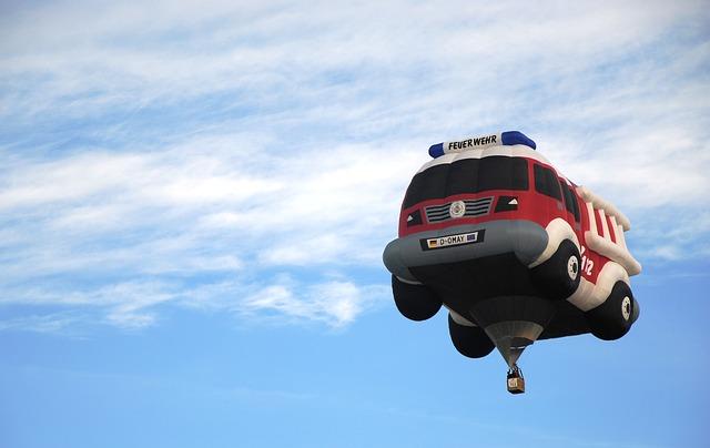 horkovzdušný balon ve tvaru auta
