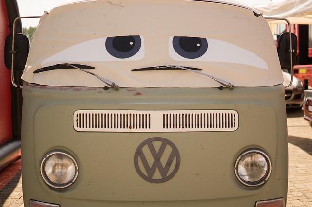 automobil s očima