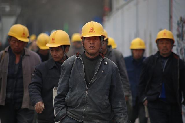 zástup dělníků