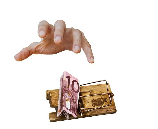 zloděj – peníze v pastičce na myši